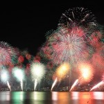 Photo= Colorful fireworks brighten the night sky in the lake prefecture of Shiga (August 7, from Biwako Otsukan, Yanagasaki, Otsu City, Shiga Prefecture)