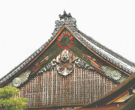 Photo= The National Treasure Ninomaru Palace, Nijo Castle, from which the metal ornament fell (September 5, Nijo Castle, Nakagyo Ward, Kyoto)