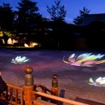 Photo= Image of lotus flowers projected in the Hojo front garden. They symbolize purity and represent the calm world after death (5:54 p.m., October 17, Kodaiji Temple, Higashiyama Ward, Kyoto)