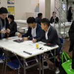 Photo= Staff of Jodo Shinshu Hongwanji-ha Research Institute inviting event visitors to answer the questionnaire (November 2017, INTEX OSAKA, Suminoe Ward, Osaka City, Osaka Prefecture)