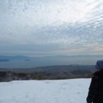 """Biwako-no-Mieru-Oka"" where visitors can get a full view of Lake Biwa and the opposite shore beyond the snow-covered landscape (Hakodateyama Ski Resort, Hiokimae, Imazu-cho, Takashima City, Shiga Prefecture)"