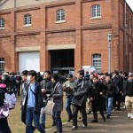 The event venue area thronged with many visitors (Maizuru Red Brick Park, Kitasui, Maizuru City, Kyoto Prefecture)